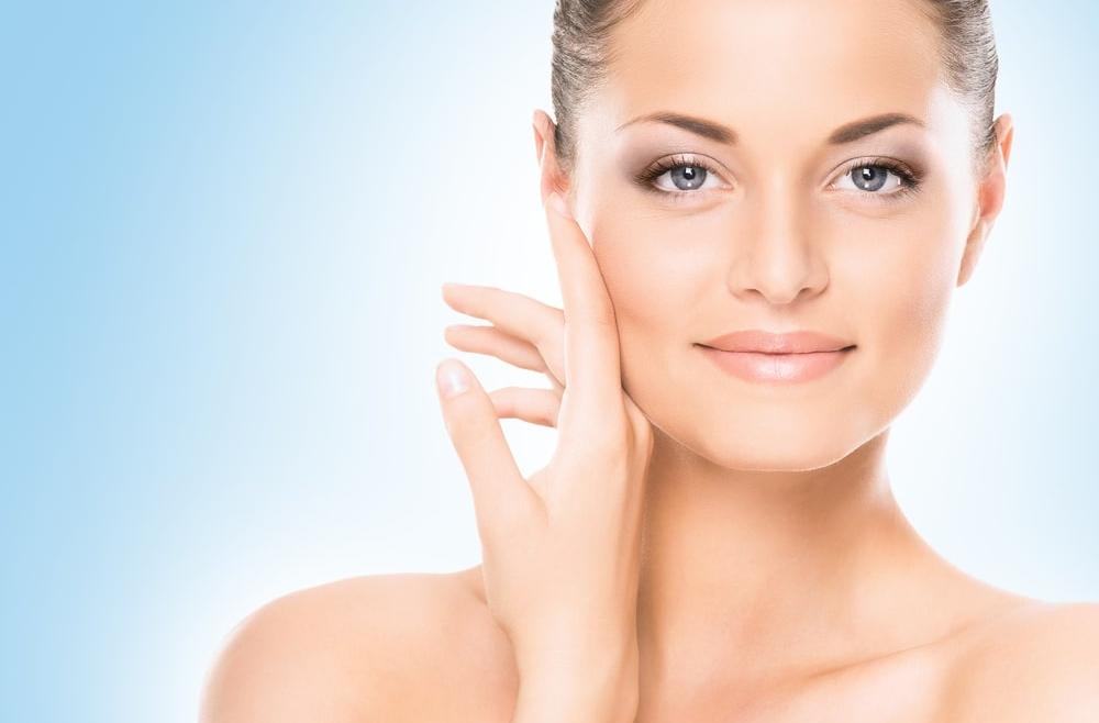 Najlepsze zabiegi kosmetyczne na lato – przegląd rozwiązań