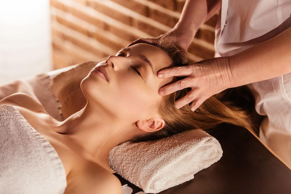 Nowoczesna kosmetologia i medycyna estetyczna, czyli jak przeciwdziałać starzeniu się skóry
