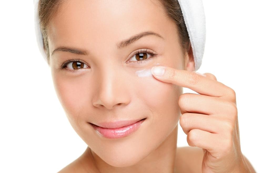 Worki i cienie pod oczami – jak zmniejszyć ich widoczność?
