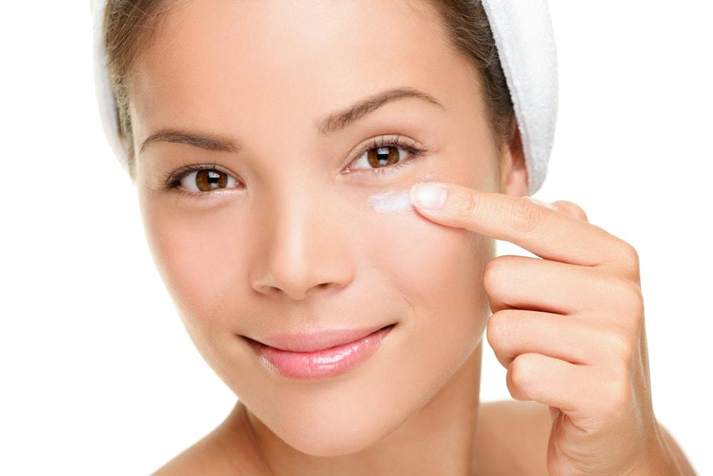 Worki i cienie pod oczami – jak zmniejszyc ich widocznosc