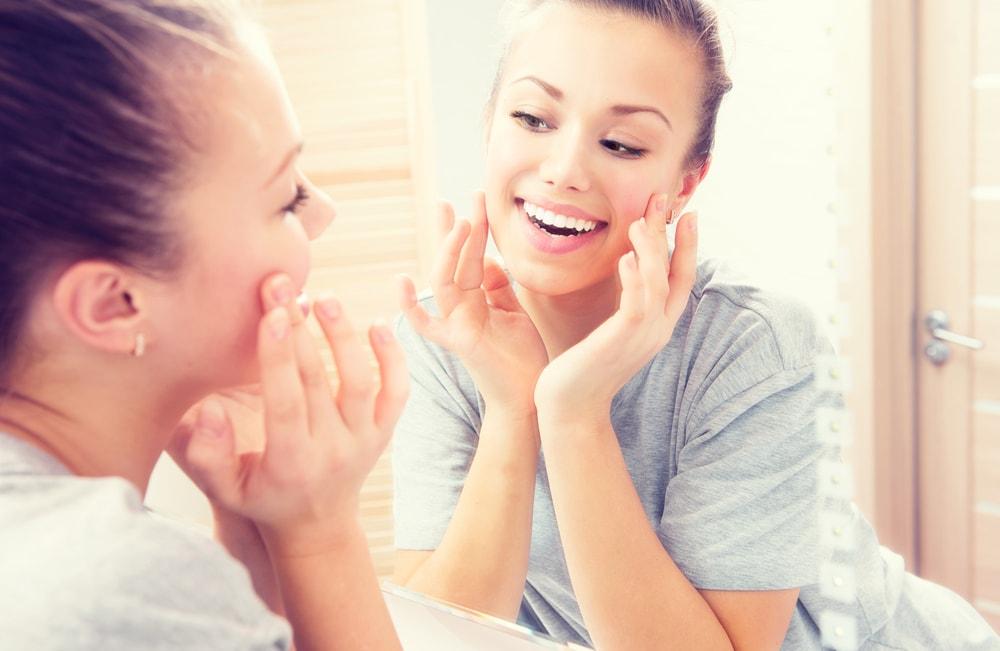 Pielęgnacja skóry trądzikowej w okresie jesienno-zimowym