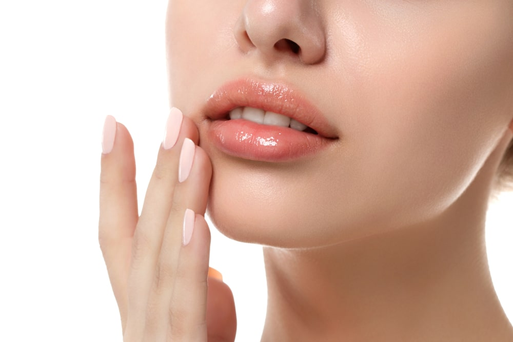 Modelowanie ust kwasem hialuronowym – przebieg zabiegu i spodziewane efekty