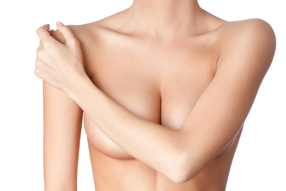 Plastyka piersi, czyli skuteczna broń w walce z kobiecymi kompleksami