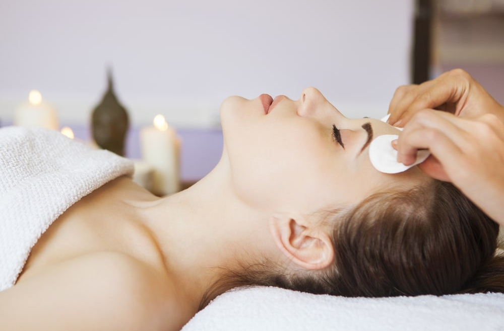 Dogłębne oczyszczanie twarzy podstawą skutecznego leczenia trądziku