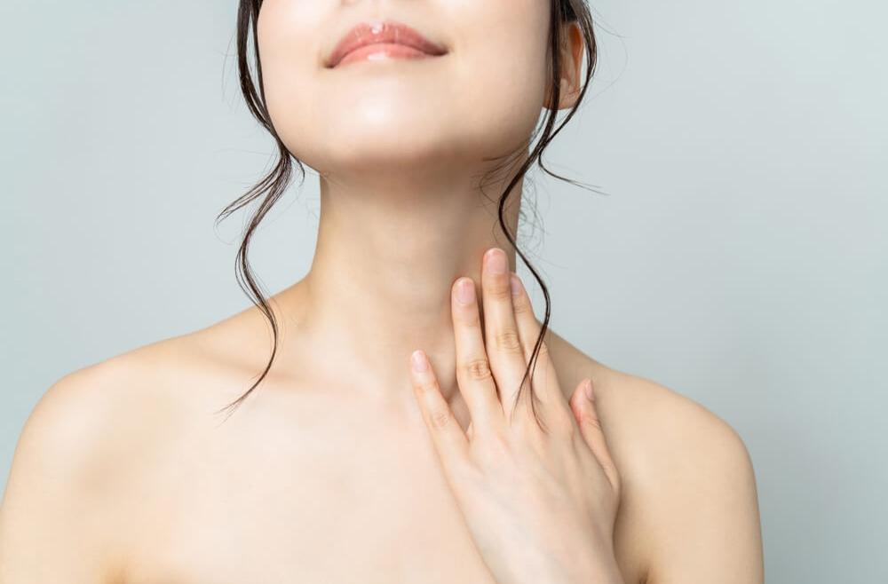 Skóra na szyi i dekolcie zdradza Twój wiek? Co możesz z tym zrobić?