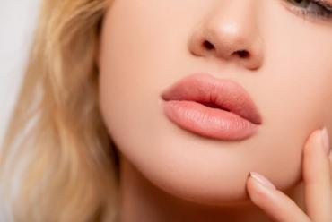 Większe i bardziej wydatne usta bez efektu sztuczności? To możliwe!