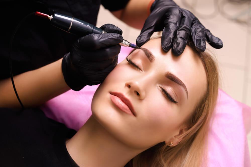 Nieudany makijaż permanentny – co możesz z nim zrobić?