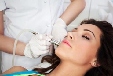 Resurfacing skóry – szybki sposób na poprawę wyglądu i pewności siebie