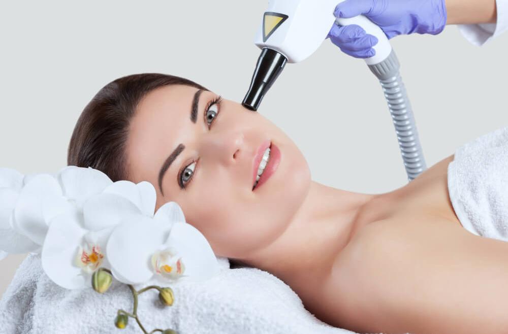Resurfacing skóry –  na czym polega? Jakie metody można wykorzystać?